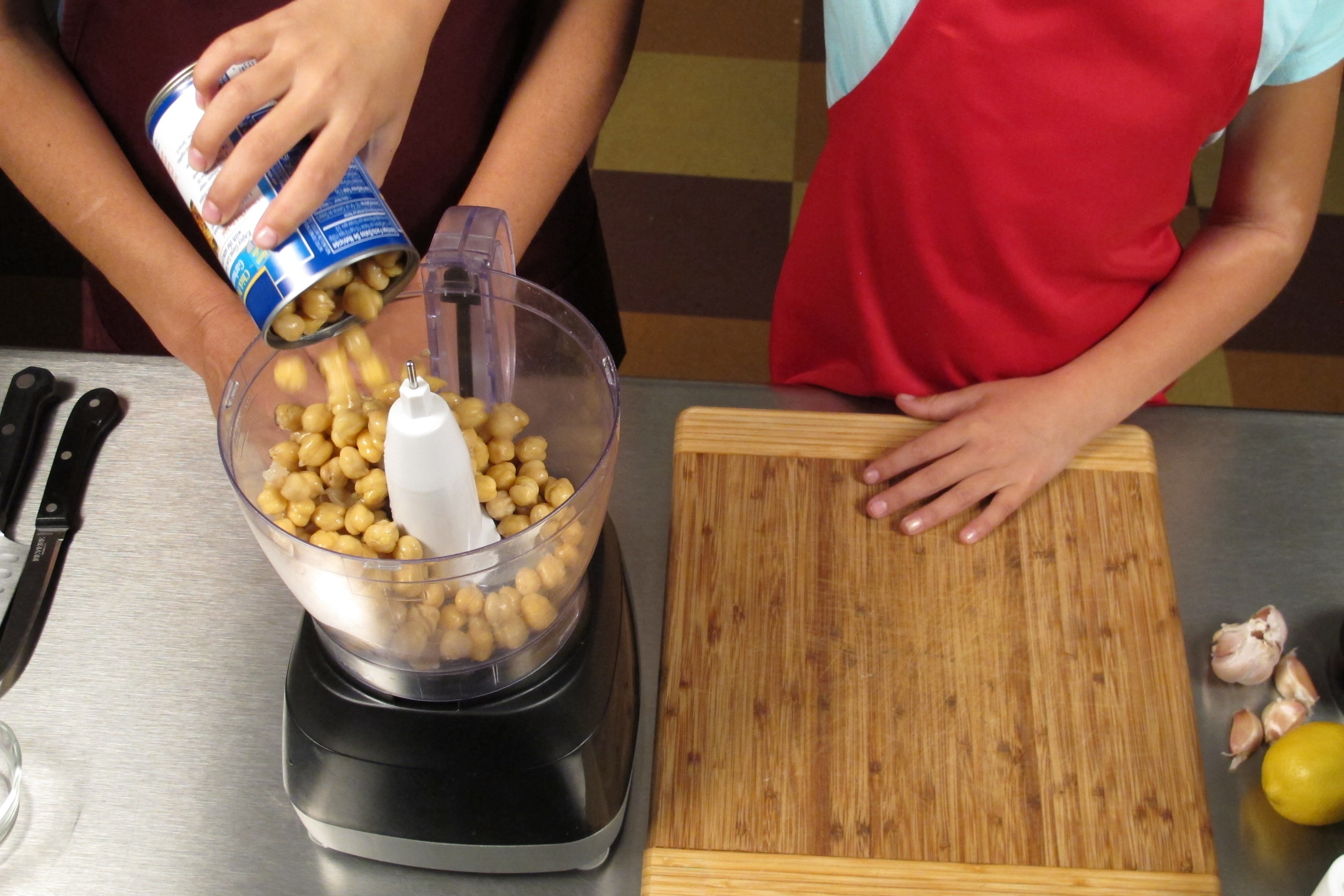 Place garbanzo beans into electric blender or food processor.